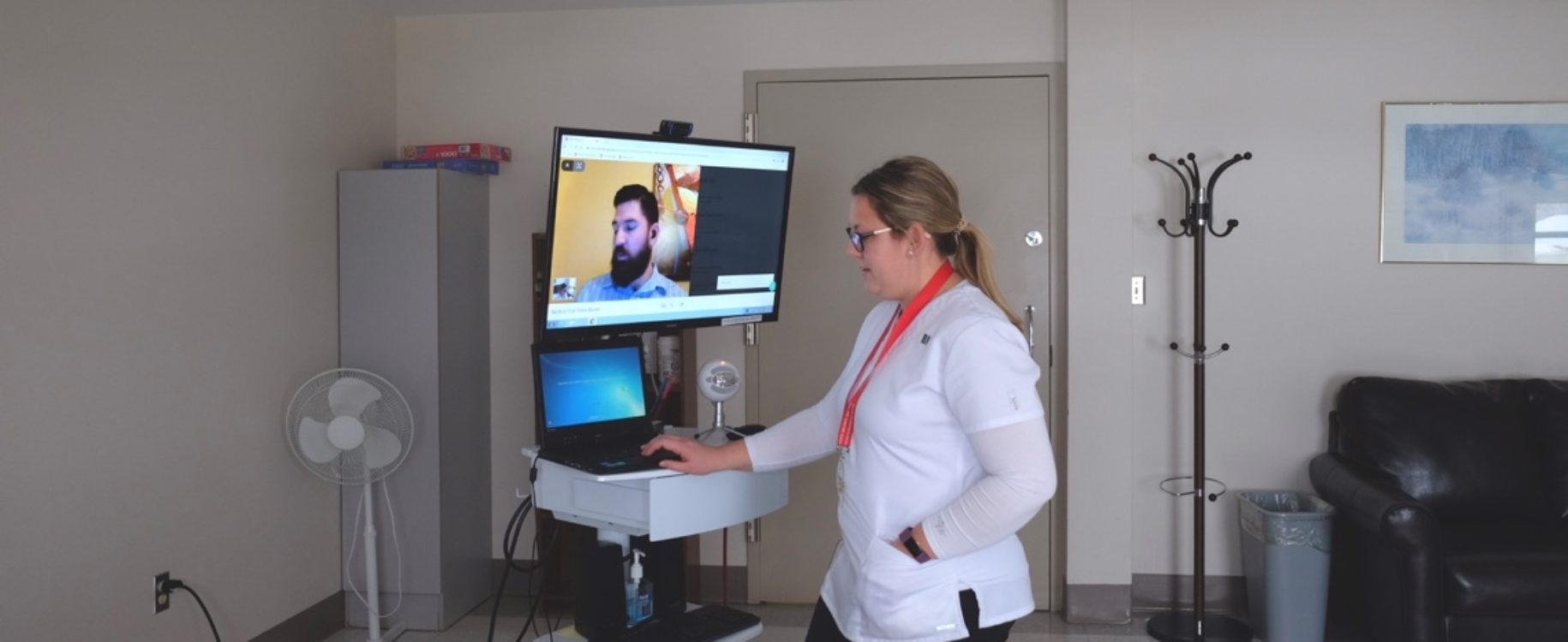 "P.E.I. hospital tackles doctor shortage through video ""tele-rounding"" pilot"